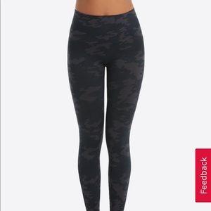 NEW Spanx seamless black camo leggings